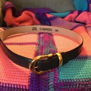 Capezio leather belt in rare navy